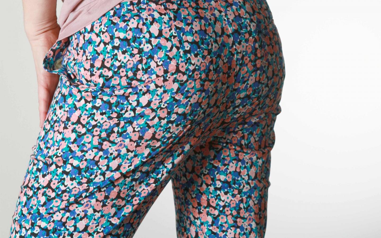 frauen-jeans-alba-trousers-blue-multi-02people-tree.jpg