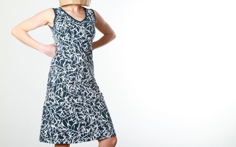 frauen-kleider-kleid-v-ausschnitt-indigo02-anukoo.jpg