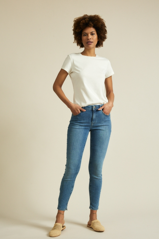 lanius_ss21_12181-00_high-waist-jeans_blue-denim_01.jpg