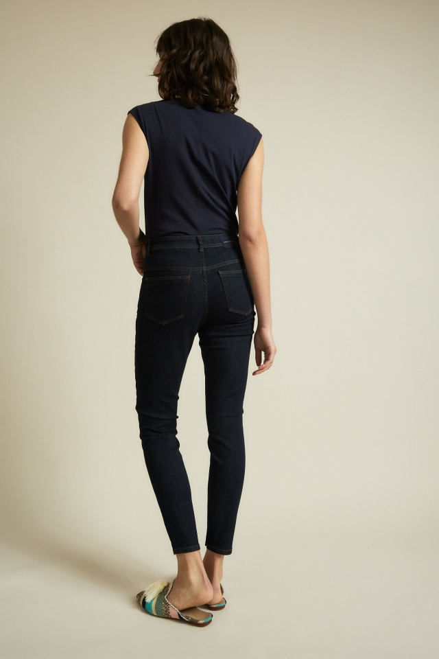 lanius_ss21_12345-00_high-waist-jeans_dark-blue-denim_06.jpg